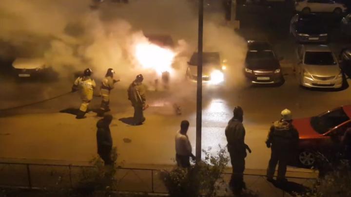 На Левенцовке за ночь сгорели три машины