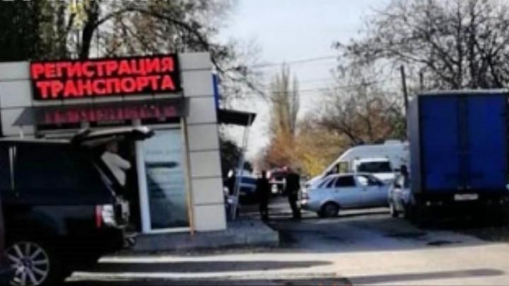 Улицу в Новочеркасске оцепили из-за подозрительного боевого снаряда