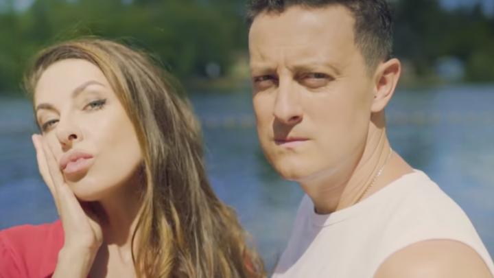 «Возьми меня в Саратов»: КВНщик из Челябинска записал клип с Натальей Красновой в главной роли