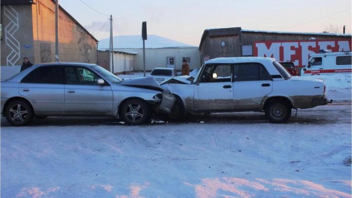 В Таре пьяный водитель за рулем ВАЗа устроил лобовое столкновение