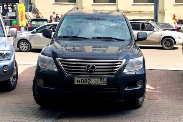 Номерной знак с модным в Новосибирске сочетанием букв ННН