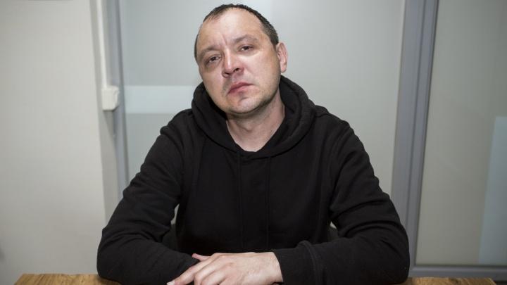 «Работать не могу, жена подала на развод»: архитектора искалечили в больнице, привязав к каталке