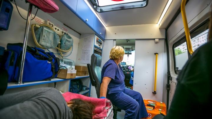 В поликлинике на правом женщина упала с лестницы, оступившись, и разбила голову