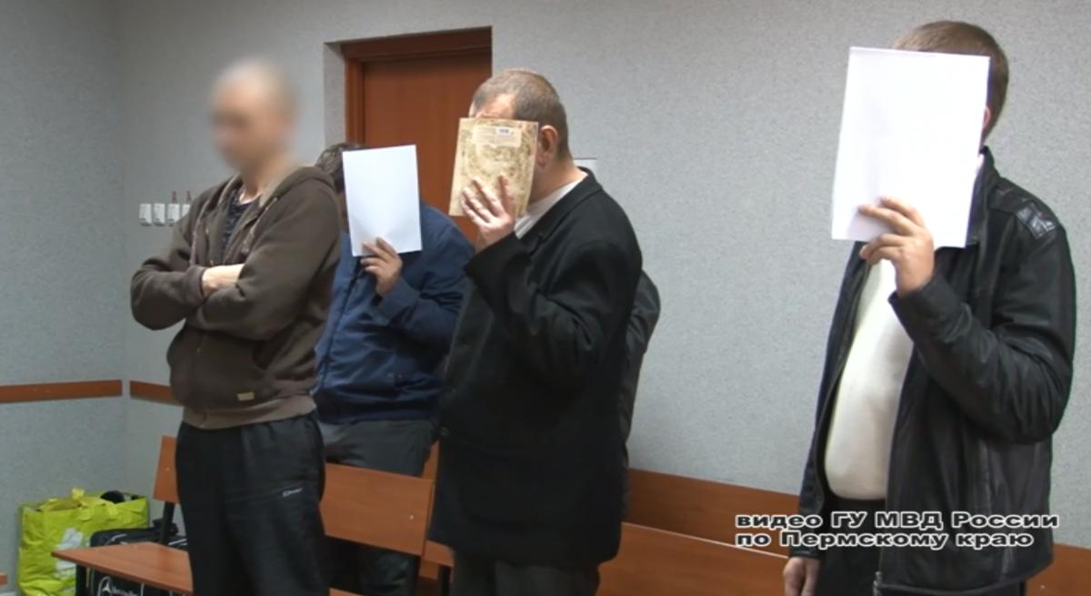 Члены банды во время оглашения приговора