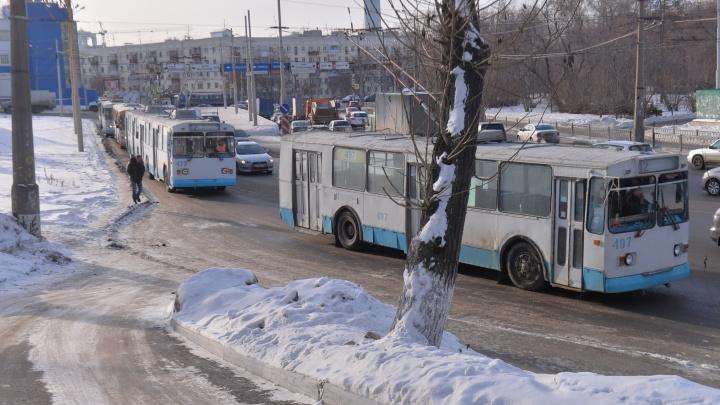 На Белинского и Космонавтов из-за потопа встали троллейбусы