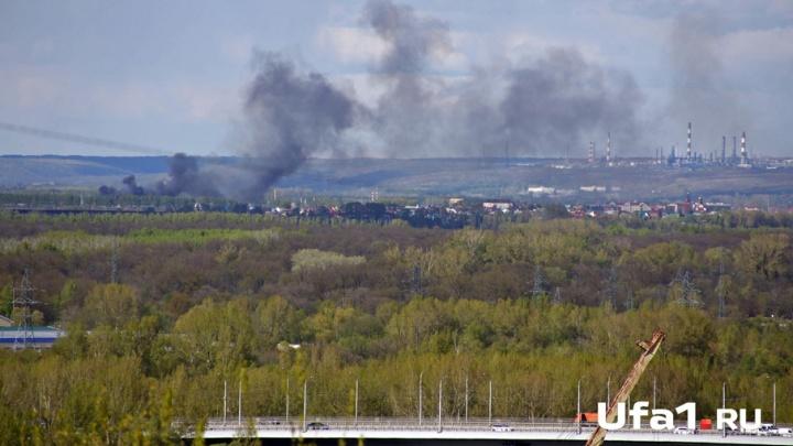 В поселке под Уфой горели гаражи