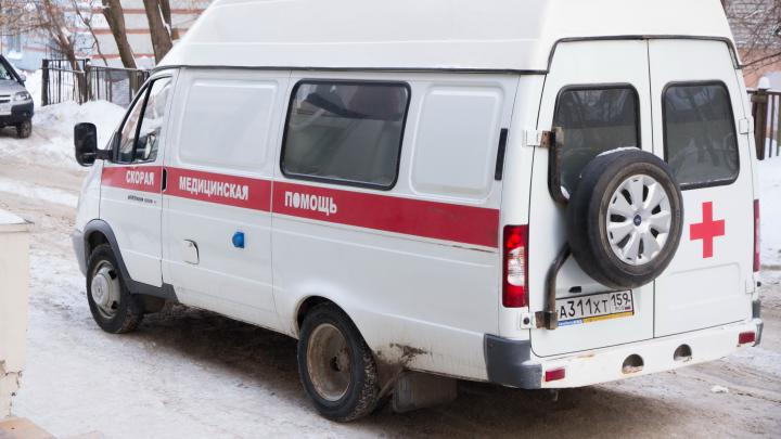 Били табуретом и пытались задушить: на бригаду скорой помощи в Перми напала семья пациента