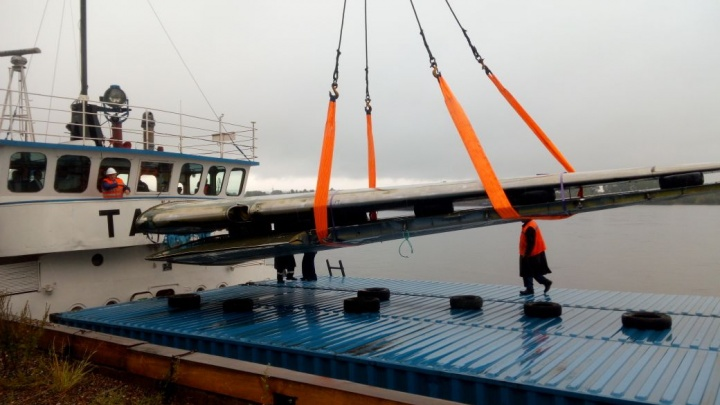 В Красноярск из Дудинки привезли крылья легендарного самолёта «Дуглас»