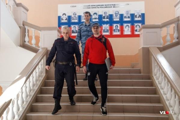 Александр Геберт обещал тщательно подготовиться к выступлению и даже надеть костюм