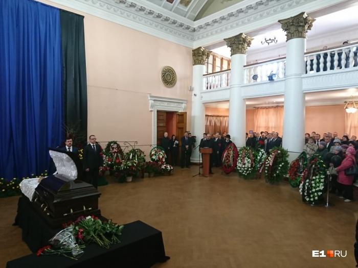 На торжественном прощании вспоминали, как много Владислав Тетюхин сделал для города и страны
