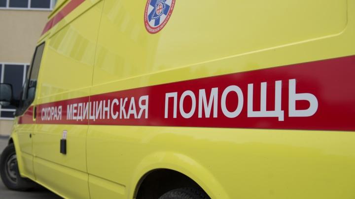 В Североуральске из окна выпали два малыша, которым 3 и 4 года