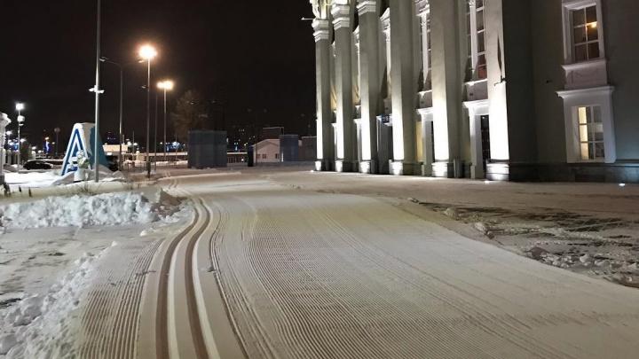 На «Екатеринбург Арене» построили лыжную трассу, но прокатиться по ней не пустят