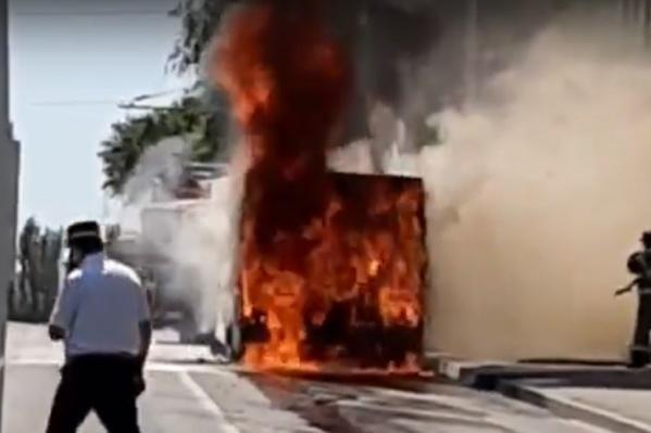 Пожар произошел, когда автобус подъезжал к остановке «Общежитие РИСИ»