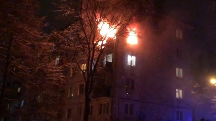 В Перми загорелась квартира в пятиэтажном доме