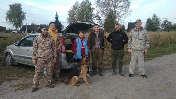 «Ночь провели в лесу, замёрзли»: волонтёры нашли заблудившуюся под Новосибирском семью грибников