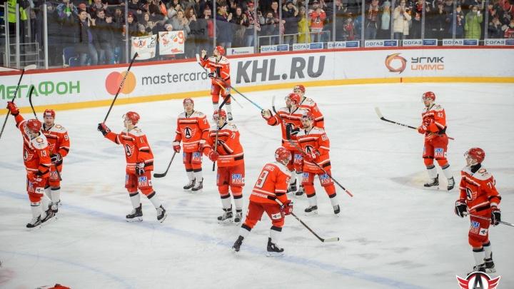 «Автомобилист» обыграл минское «Динамо» в заключительном матче этого года