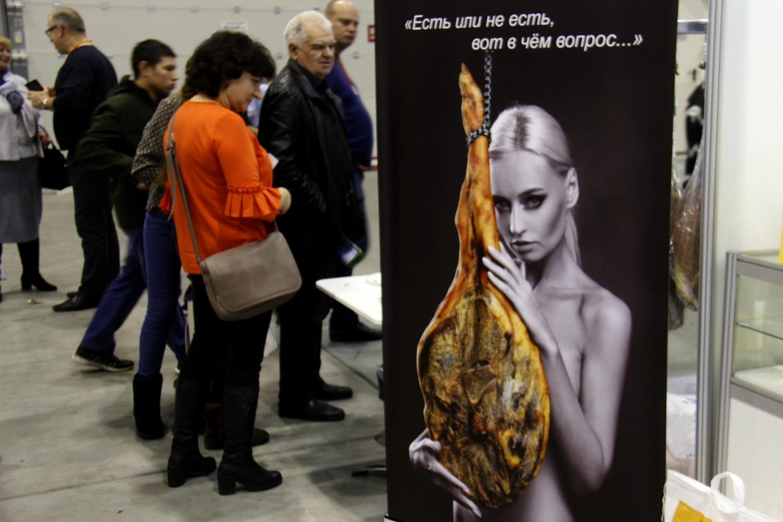 Редкий случай, когда на рекламном фото с обнажённой девушкой девушку замечаешь не сразу