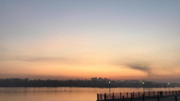 «Пропахла вся одежда»: Новосибирск заволокло дымом