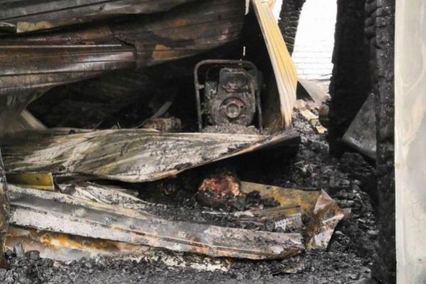 Тело нашли среди обгоревших обломков строения
