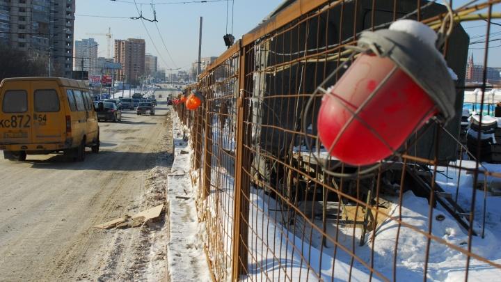 Возле парка Кирова на три недели закрыли часть дороги