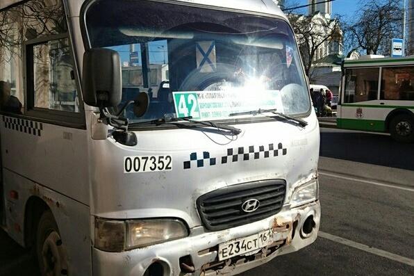 Вместо новых автобусов пассажиры маршрута № 42 увидели старые и знакомые микроавтобусы