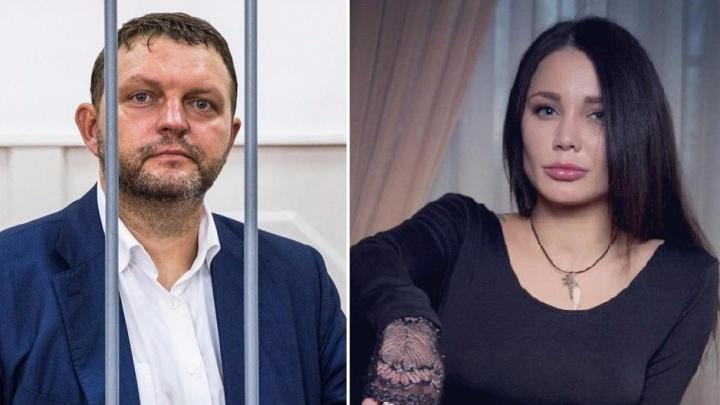 «В связи с многочисленными угрозами»: жена Никиты Белых подала на развод