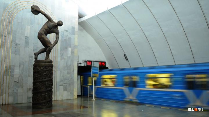 Дольше всех — метро: как будет ходить общественный транспорт в Екатеринбурге в новогоднюю ночь