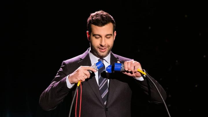 Иван Ургант в своем шоу высмеял «Уральских пельменей» и людей, которые ходят на их концерты