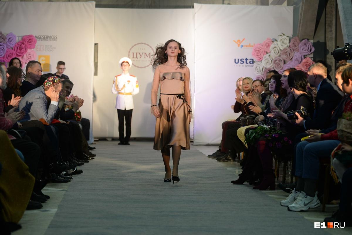 На модном показе от Юлии Михалковой 20 девочек-сирот получили новогодние платья мечты