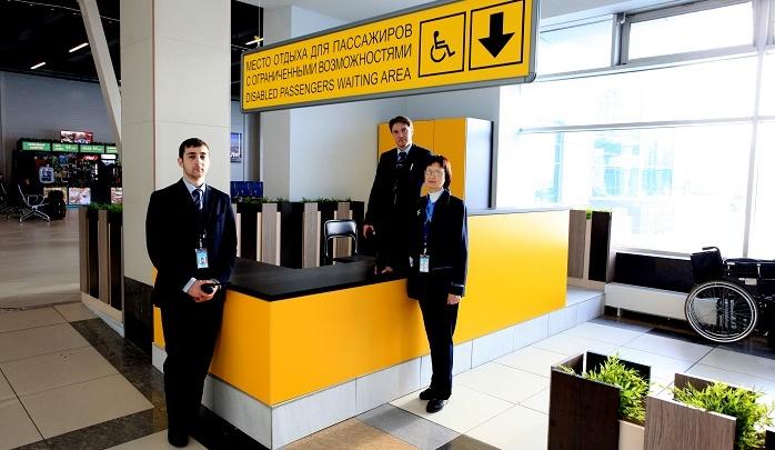 В аэропорту Толмачёво появилась сервисная стойка для инвалидов