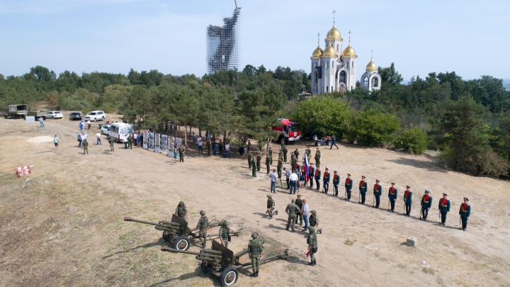 «Мемориал, где тишина и покой»: на Мамаевом кургане Волгограда хотят устраивать ежедневные стрельбы