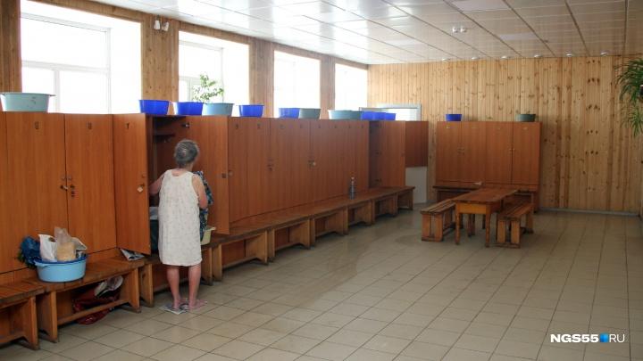 В Омске начали отключать горячую воду: публикуем список муниципальных бань