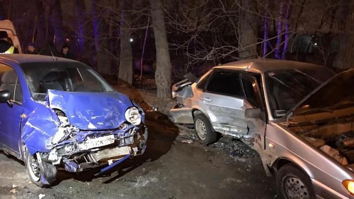 Женщину-водителя вынесло на встречку: в лобовом столкновении на Егоршинском подходе пострадал человек