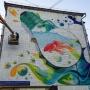 Золотая рыбка в лампочке: на Красной Глинке художники нарисовали граффити на фасаде многоэтажки