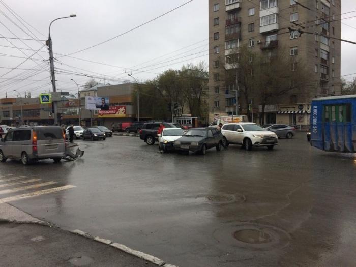 ДТП произошло в середине дня в центре города