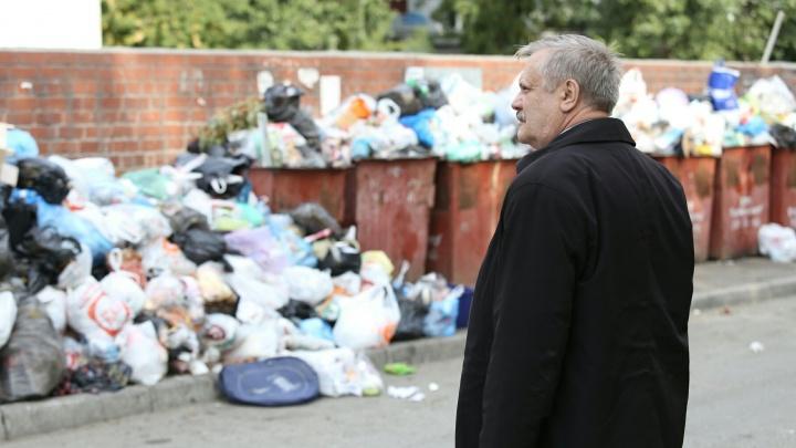 «Это саботаж»: челябинские дворы топят в мусоре, чтобы взвинтить тарифы в четыре раза