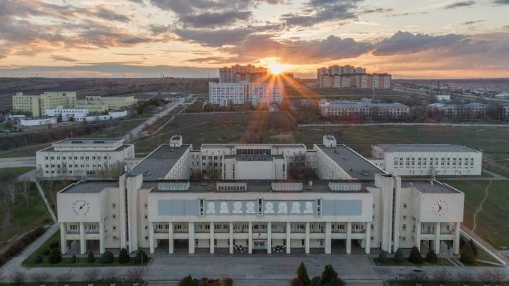 Больница вместо стадиона: 13 гектаров земли у ВолГУ отдадут под строительство детской больницы