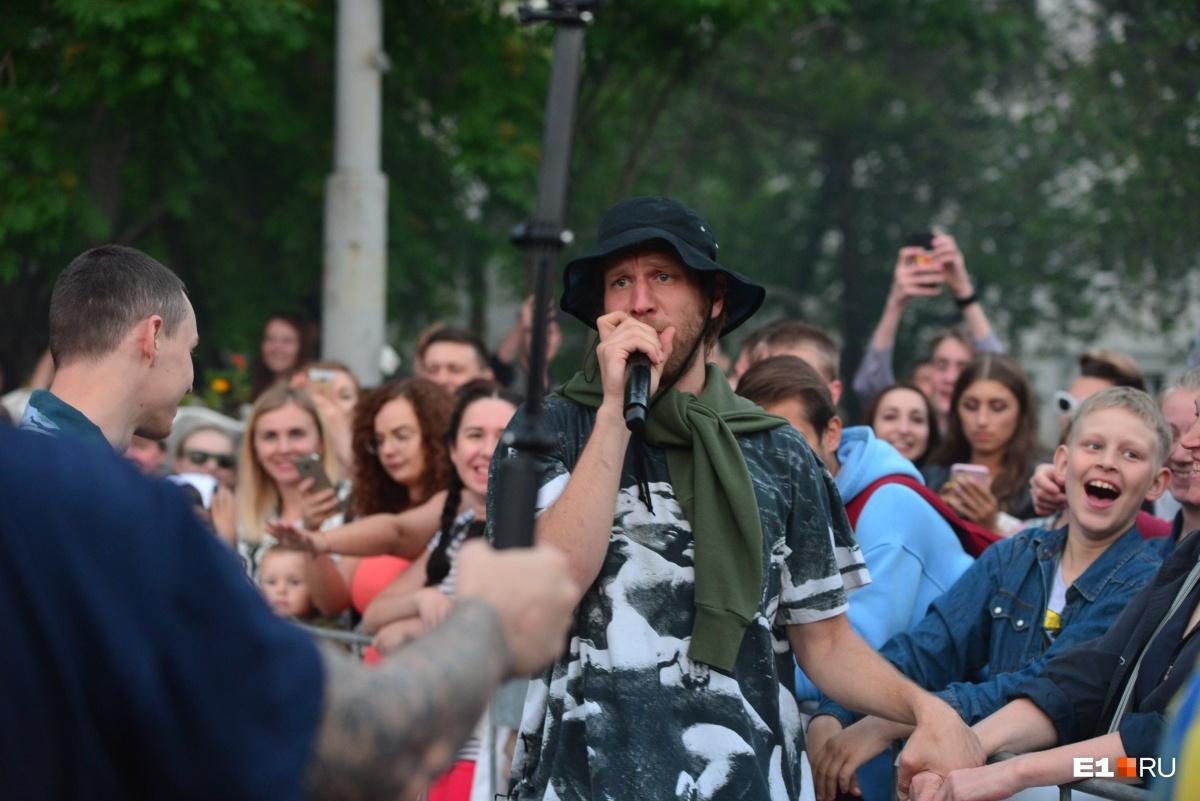 Одним из хедлайнеров фестиваля в прошлом году был Иван Дорн. Он выступилна площади перед главным корпусом УрФУ на улице Мира