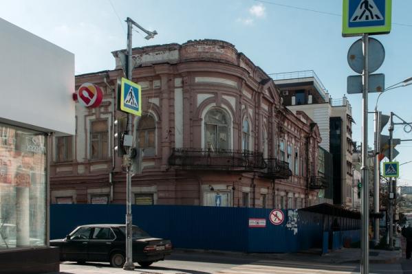 Последние несколько лет здание пустовало