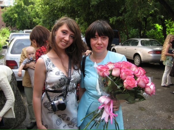 Наталья Швецова (на фото с дочерью, справа) тяжело заболела после лечения в клинике