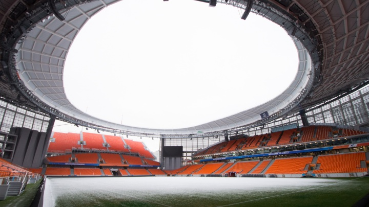 Не доверяют: на «Екатеринбург Арене» установят сетку между болельщиками и футбольным полем