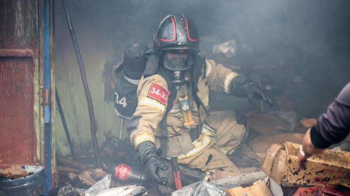 В Ростове на улице Собино полностью сгорел частный дом