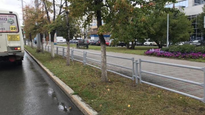 «Идея неоднозначная»: серым заборам на главном проспекте Челябинска нашли альтернативу