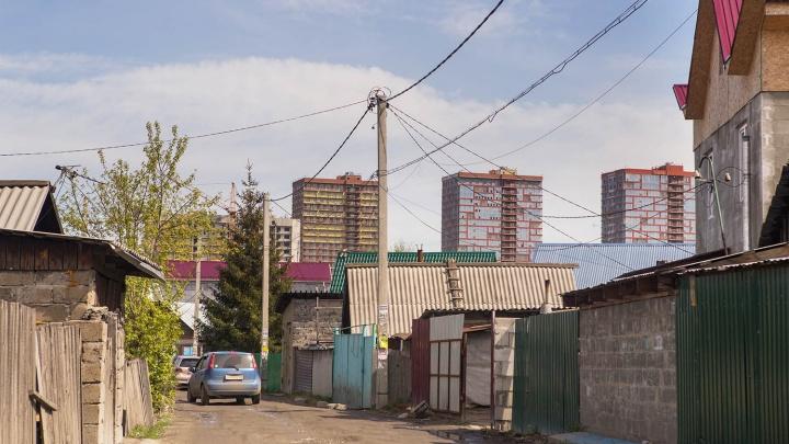 Две сотни домов у дамбы Димитровского моста остались без света