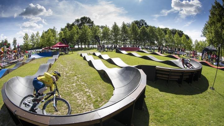 В Затюменском парке этим летом построят памп-трек. Показываем, как он будет выглядеть
