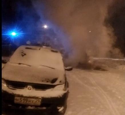 «Выгорел моторный отсек»: на Сульфате от огня пострадал автомобиль такси