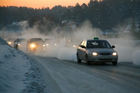 Сегодня специалисты экстренных служб в усиленном режиме помогают тем, кто замёрз на трассе