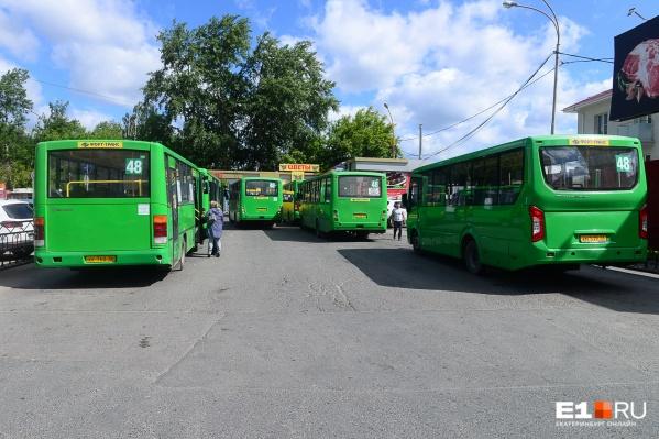 Автобусы кое-как умещаются на небольшой территории