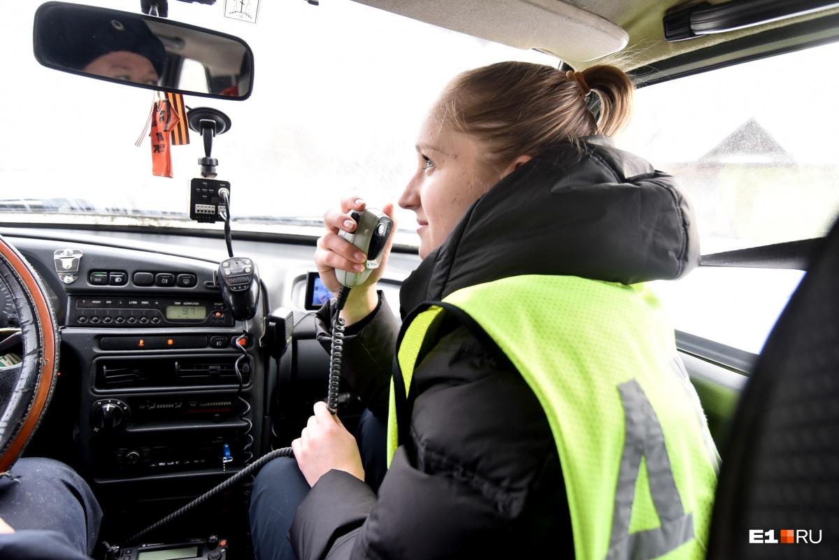 Как признается Эльвира, салон патрульной машины для нее — идеальный рабочий «кабинет»
