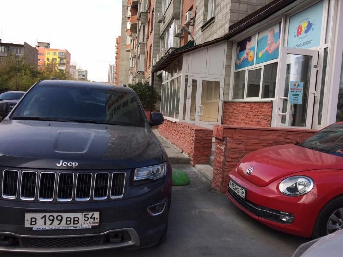 «Я паркуюсь как чудак»: Jeep GrandCherokee ВВВ против грудничков